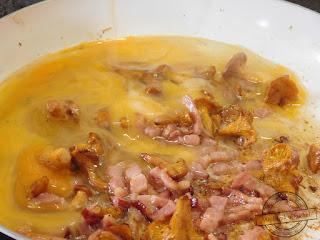 przygotowanie kurek do jajecznicy jajecznica z kurkami gessler i pomidorami kwestia smaku i boczkiem z kurkami mrożonymi i smietanaczy gotować kurki do jajecznicy śniadanie niedziela przepis breakfast recipe mechanik w kuchni bloger w tvn pytanie na śniadanie jajka boczek kurki grzyby sezon grzybowy na kurki