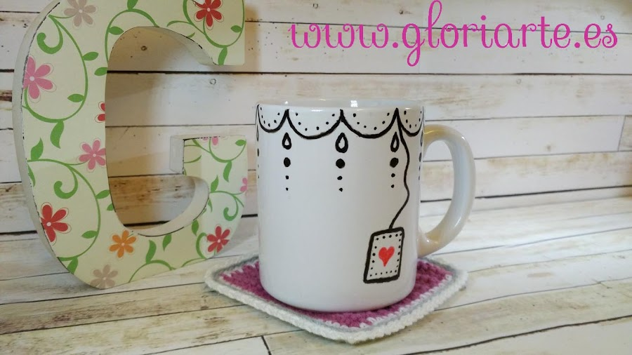 taza de café decorada con rotulador