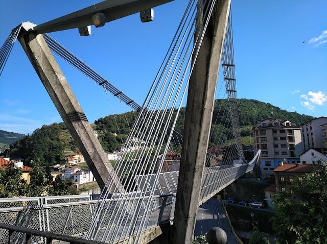 Puente colgante en Cangas del Narcea
