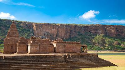 पुरातन मंदिर