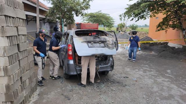 Geger! Kerabat Presiden Jokowi Ditemukan Tewas Terikat dalam Mobil yang Terbakar
