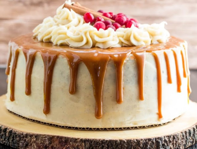 Gingerbread Cake with Cinnamon Cream Cheese Frosting #cakes #desserts