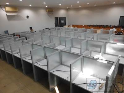 Meja Sekat Kantor Kaca + Furniture Semarang ( Meja Sekat Kantor )