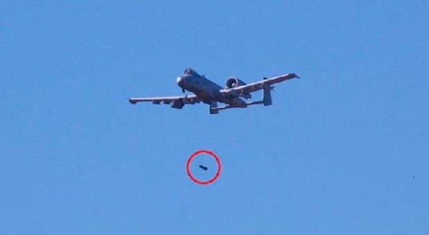 Ditabrak Burung, Pesawat Ini Jatuhkan Bom Palsu