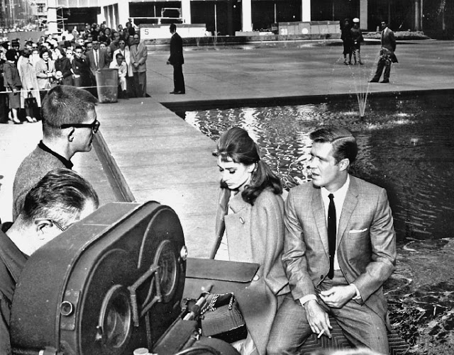 Foto dos bastidores do filme Bonequinha de Luxo, no original Breakfast at Tiffany's, de 1961