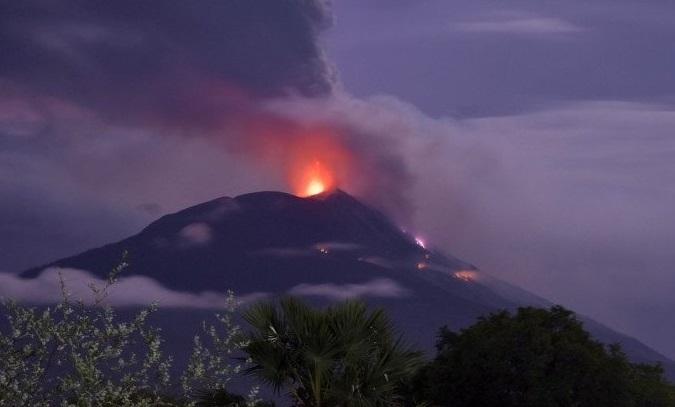 Gunung Api IIi Lewotolok Kembali Erupsi, Warga 28 Desa Dievakuasi