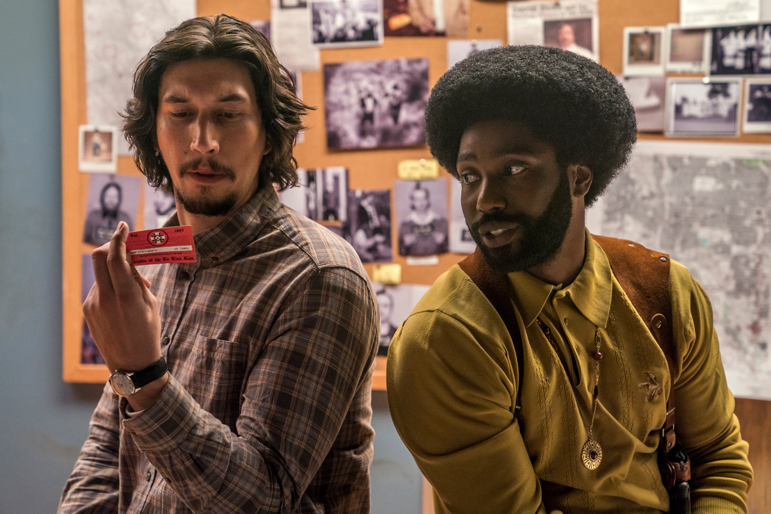 INFILTRADO EN EL KKKLAN - John David Washington y Adam Driver