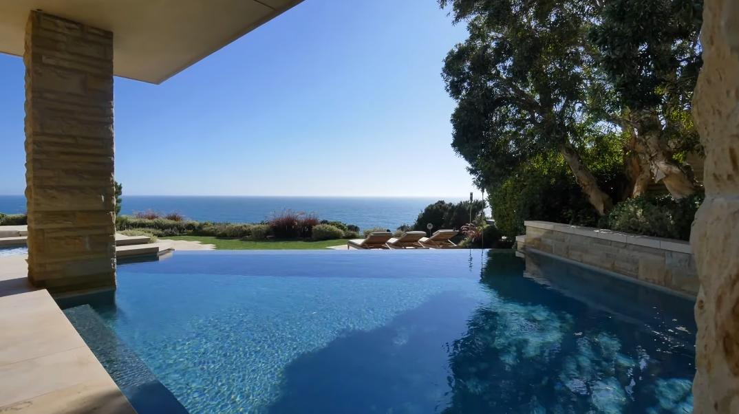 43 Interior Photos vs. 2675 Riviera Dr, Laguna Beach, CA Ultra Luxury Modern Mansion Tour