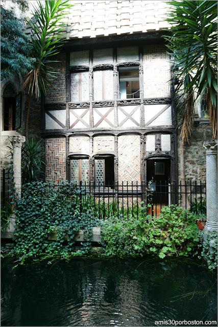 Fachada Medieval de la Villa Europea en el Castillo Hammond, Gloucester