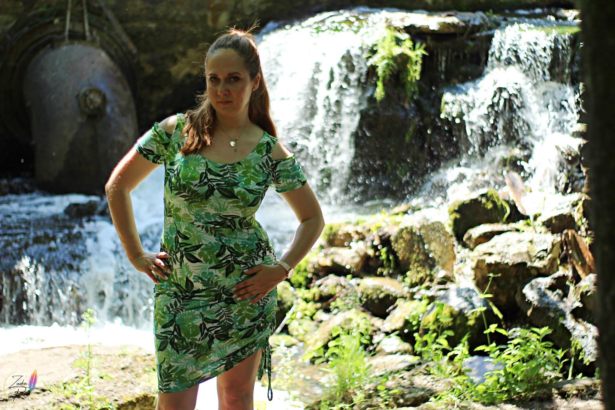 Sukienka could-shoulder w roślinny wzór - bonprix