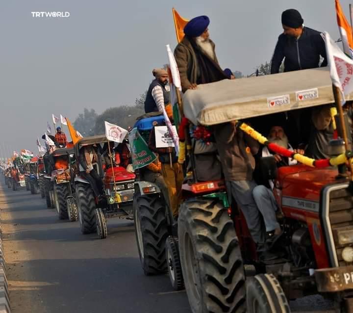 Mengendarai Traktor, Ribuan Petani India Bergerak Lawan Modi