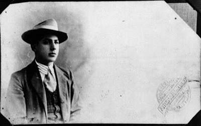 Se suele fechar esta retrato entre 1905 y 1907. Por la antigüedad del  membrete fb6d3bb26a3