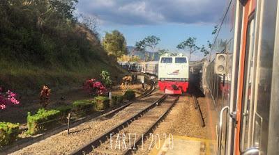 Video Pangandaran Train vs Serayu Train in Cirahayu Station
