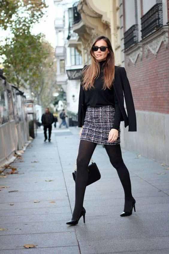 Saia tweed, meia calça e jaqueta preta