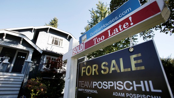 A sign for sale in front of a house in Vancouver, British Columbia, Canada. Interest in foreign real estate is growing among wealthy Chinese. © Reuters
