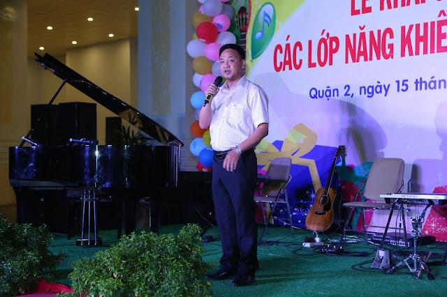 Ông Trương Anh - Phó Giám Đốc Trung Tâm Văn Hóa Quận 2 phát biểu khai giảng