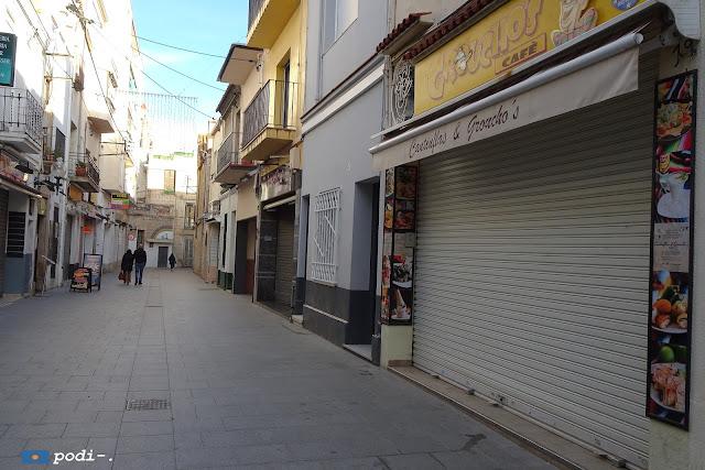 Calella, el carrer que va de la Riera a l'Ajuntament