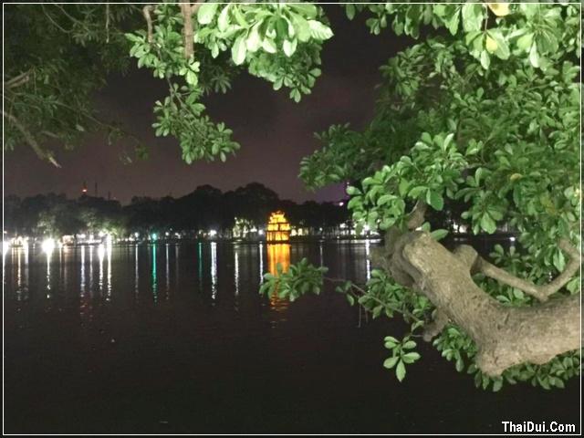 Đêm bên hồ Gươm - Hà Nội