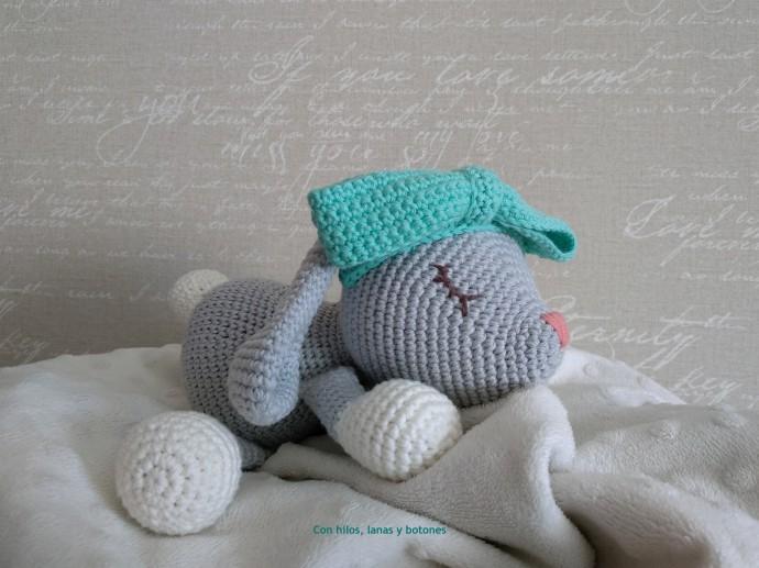 Con hilos, lanas y botones: Coneja Lola (@littleaquagirl)