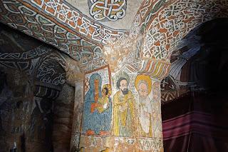 Pinturas en el interior de la iglesia Abuna Yemata Guh en Etiopía