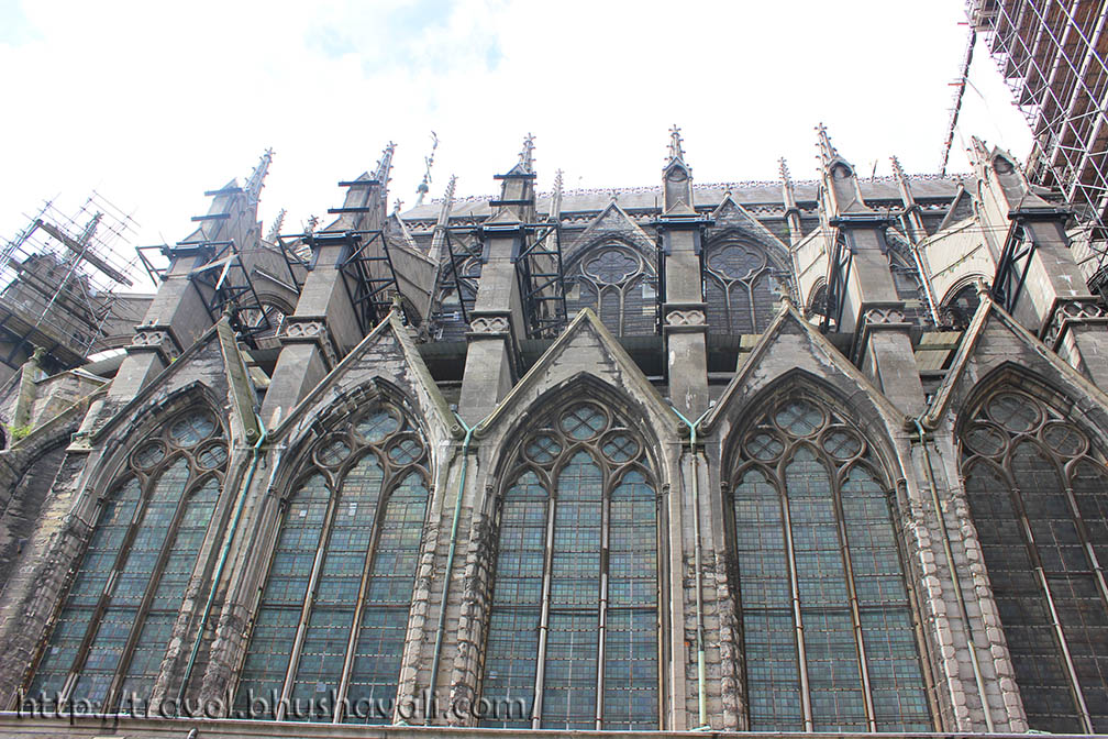 The Rounded Arches With Pillars Of Roman Style And Pointed Octagonal Early Stages What Duomo Di Milano Is