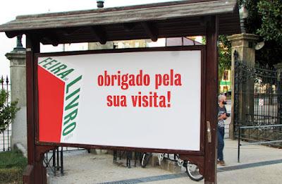 Placa agradecendo a visita à Feira do Livro do Porto