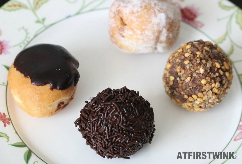 Dunkin' Donuts Netherlands munchkins boston chocolate hazelnut raspberry truffle