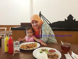 Epi Friezta Dewi Hasibuan & Clarissa - Bandros Bistro