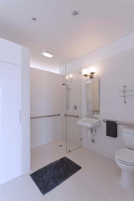 White-Design-Bathroom-PerFORM[D]ance-House