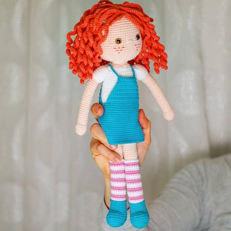 Вязаная кукла с рыжими кудряшками