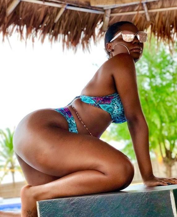 Davido's Baby Mama, Sophia Momodu Rocks Bikini