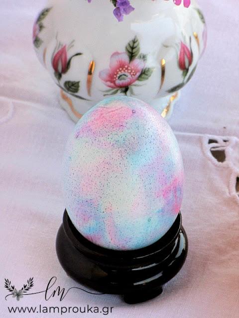 Αυγά βαμμένα με χρώματα ζαχαροπλαστικής σε παστέλ αποχρώσεις.