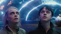 Valerian and the City of a Thousand Planets Dane DeHaan and Cara Delevingne Image 4 (9)