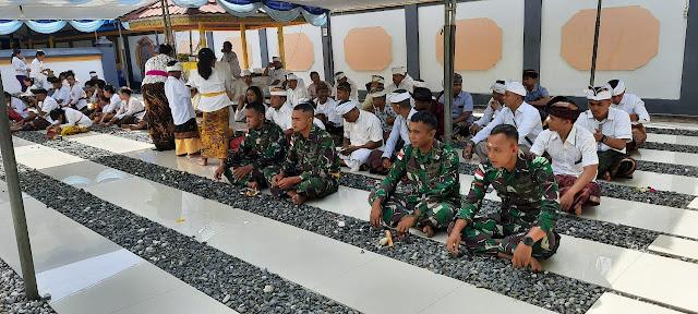 Prajurit Satgas Yonif 411 Kostrad Rayakan Hari Raya Galungan di Papua