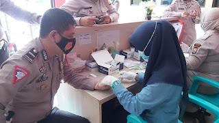 Patuhi Protokol Kesehatan, Personil Satlantas Polres Gowa Menjalani Rapid Test