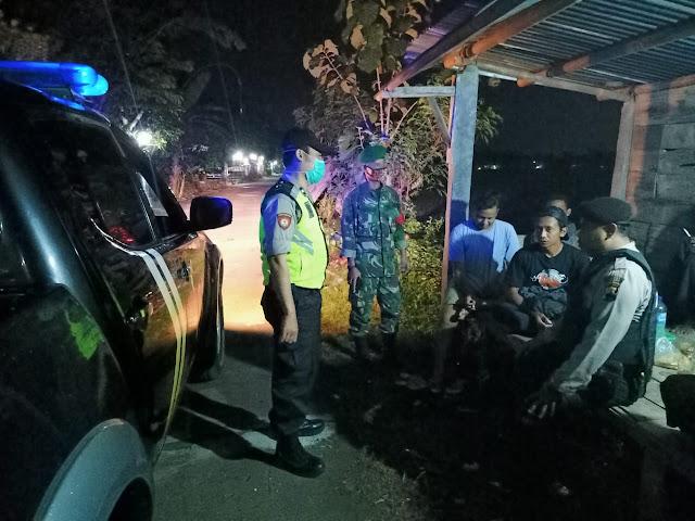 Kodim Sragen - Patroli Wilayah, Serka Anto Menghimbau Agar Masyarakat Tetap Patuhi Protokol Kesehatan