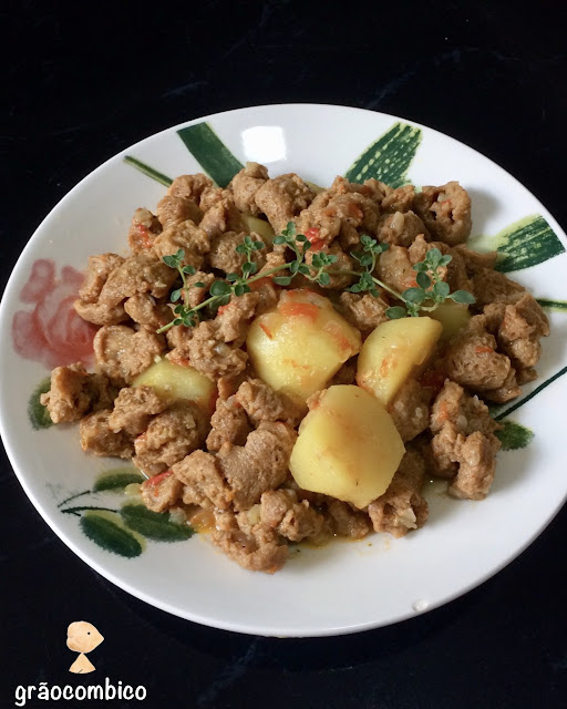 Frango vegano de panela com batatas