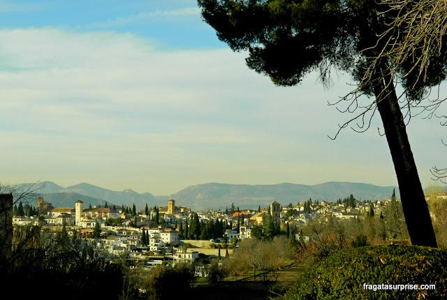 O antigo bairro mouro do Albaicín, em Granada, fotografado das muralhas da Alhambra