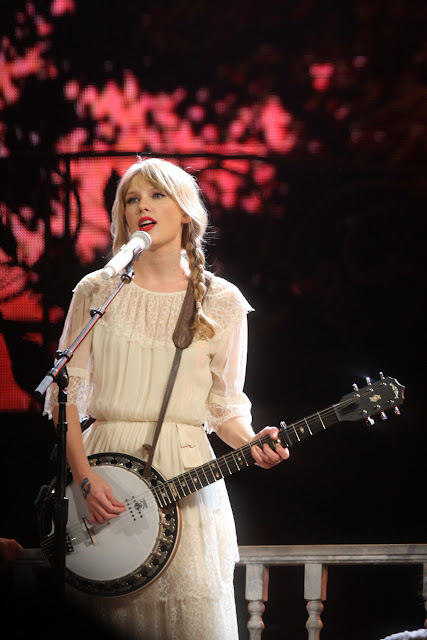 Taylor Swift is Music Album Folk Lore set New Records