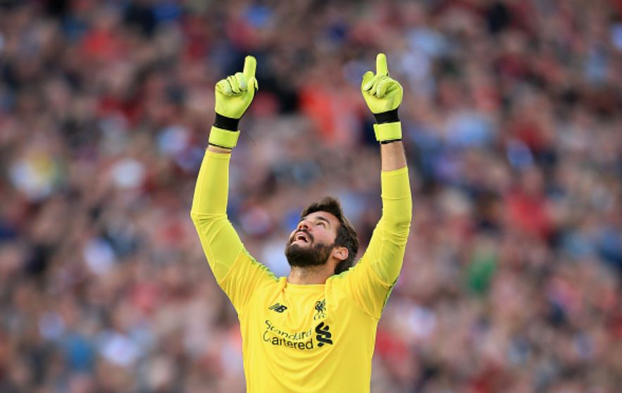Alisson-points-to-the-heavens