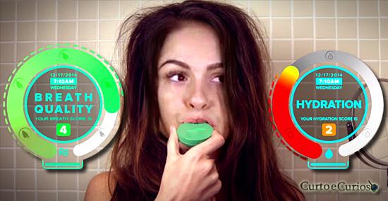 """Bafômetro de mau-hálito: novo gadget de celular promete te salvar do """"Bafo de onça"""""""