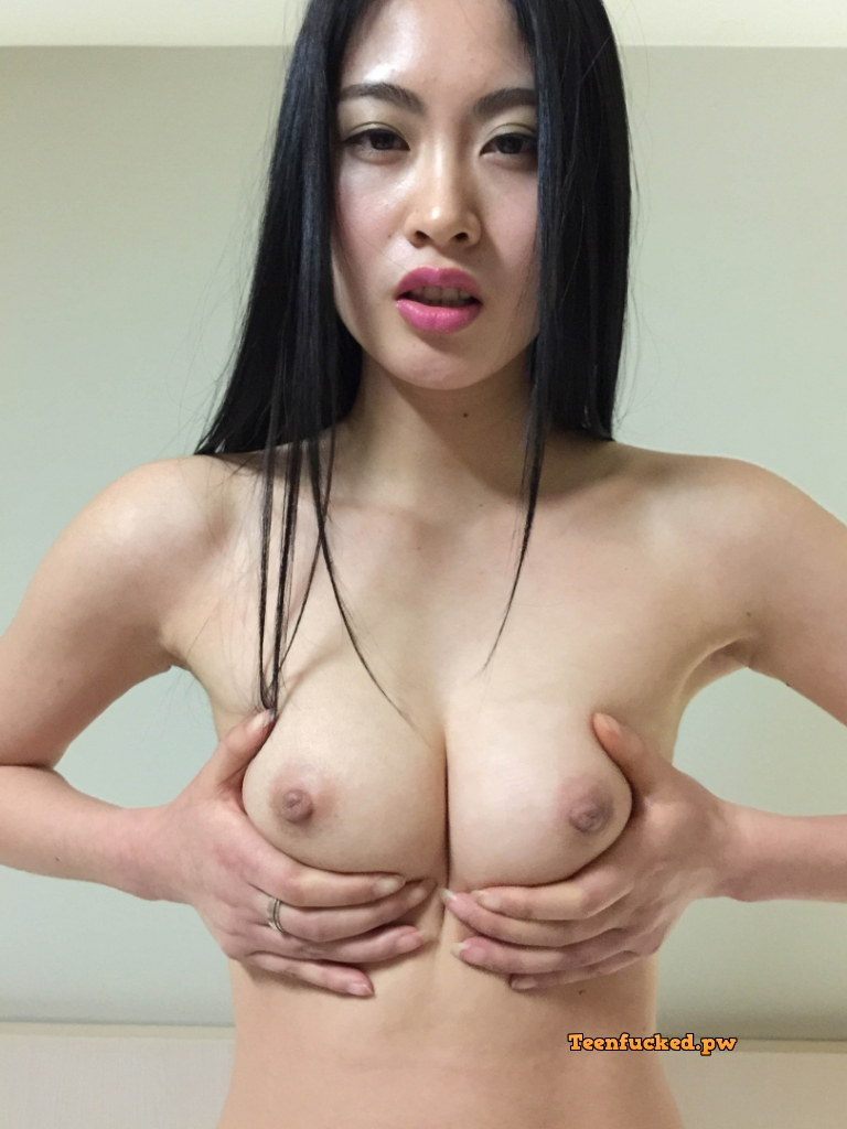 QNSdKg10uhE wm - Beautiful asian girl with nude photos before sex 2020