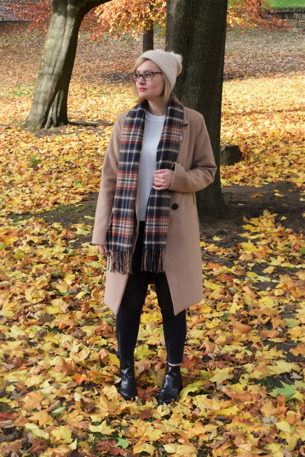 Scottish winter style trend, tartan scarf, The Whitepepper, The Sad Ghost Club, Edinburgh blogger photoshoot, simple chic scottish style, UK style blogger, camel coat, how to layer for winter in Scotland, #edfashion, #edinburghbloggers