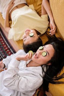 Make your own homemade cucumber mask in under 10 minutes