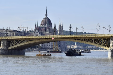 Pár nap alatt 70 centit apadt a Duna Budapesten