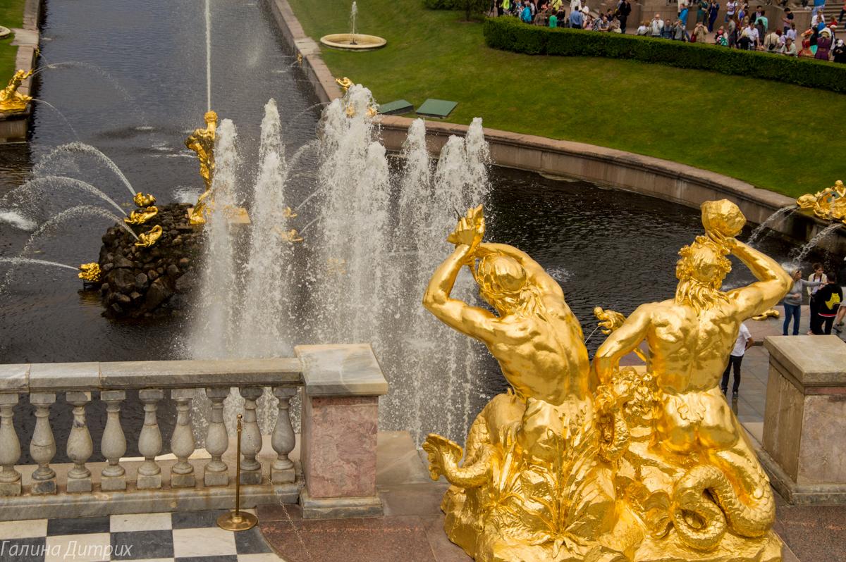 Детали Большого каскада в Петергофе фото