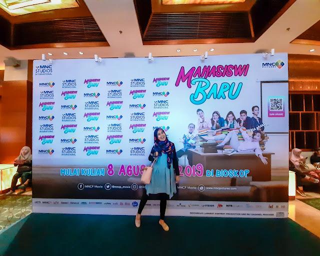 Gala Premiere Film Mahasiswi Baru - source jurnaland.com