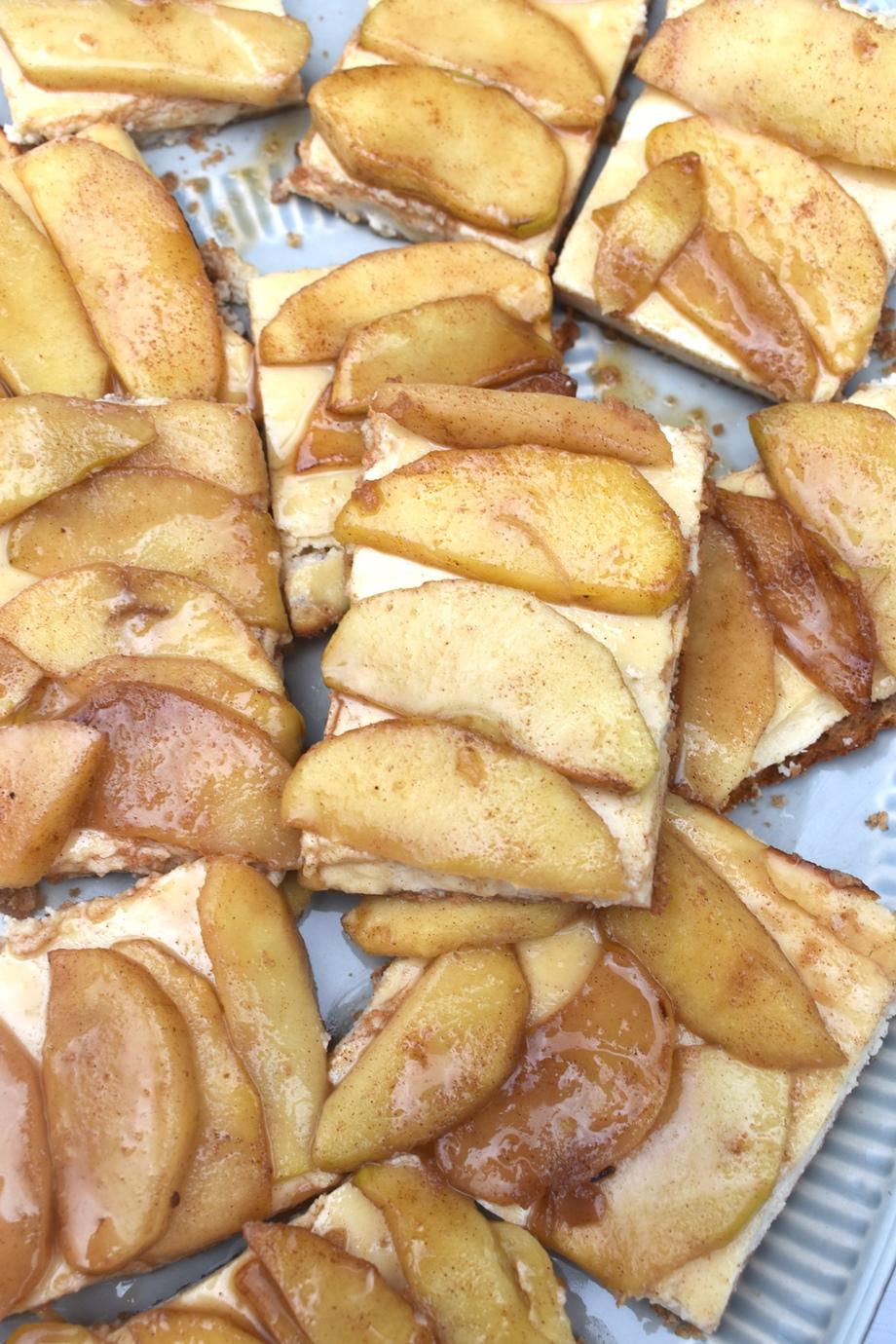 lots of caramel apple cheesecake bars
