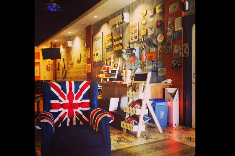 Café London Makassar Instagramable