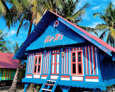 5 Pilihan Warna Cat Rumah Kayu Kampung (Unik & Artistik)
